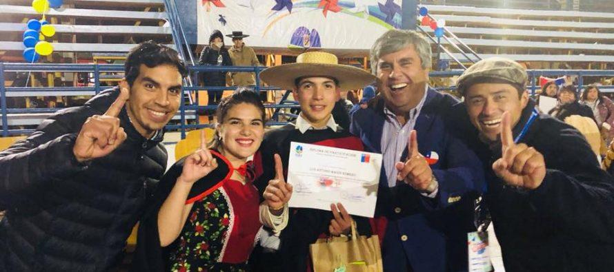 Pareja de cueca de Vicuña se corona como la campeona regional de enseñanza media
