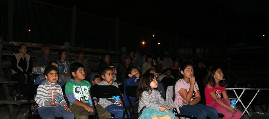 """Programa """"derechito al cine"""" volvió para recorrer los poblados de Vicuña"""