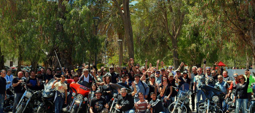 """Los motores se hicieron sentir en Vicuña en una visita de la agrupación """"Harley for kids"""""""
