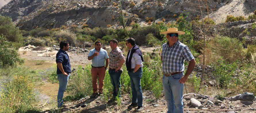 Comisión Nacional de Riego y Junta de Vigilancia del río Elqui visitan a agricultores del río Turbio