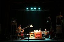 """Con un Teatro Municipal lleno se presentó la obra """"Los Peces No Vuelan"""" en Vicuña"""