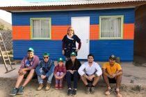 Jóvenes voluntarios y apoderados trabajan en dar una nueva cara a la escuela de Marquesa