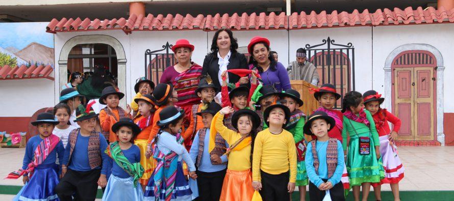 Colegio Joaquín Vicuña vivió con éxito, música y danzas su tercera gala folclórica