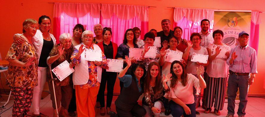 14 mujeres vicuñenses se certificaron en taller de corte y confección en población Gabriela Mistral