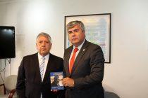 Municipio de Vicuña firma convenio con biblioteca del Congreso Nacional