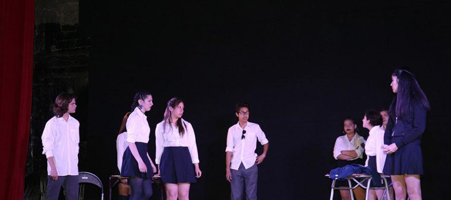 Con una obra teatral estudiantes conmemoraron el Día de la No Violencia a la Mujer