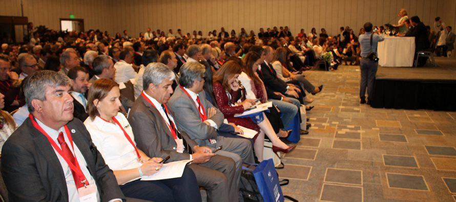 Lanzan en Santiago programa para hacer más amigables las ciudades para los adultos mayores