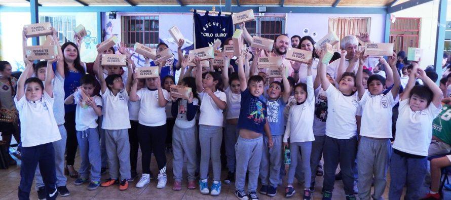 Estudiantes de Paihuano reciben ampolletas LED para fomentar el ahorro familiar