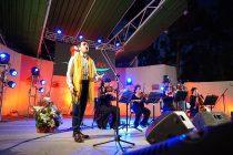 El tenor Diego Godoy lleno de emoción y sentido navideño la comuna de Vicuña con concierto