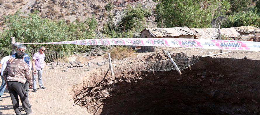 Municipio de Vicuña canalizará ayudas a criancero afectado por socavón en Quebrada Las Cañas