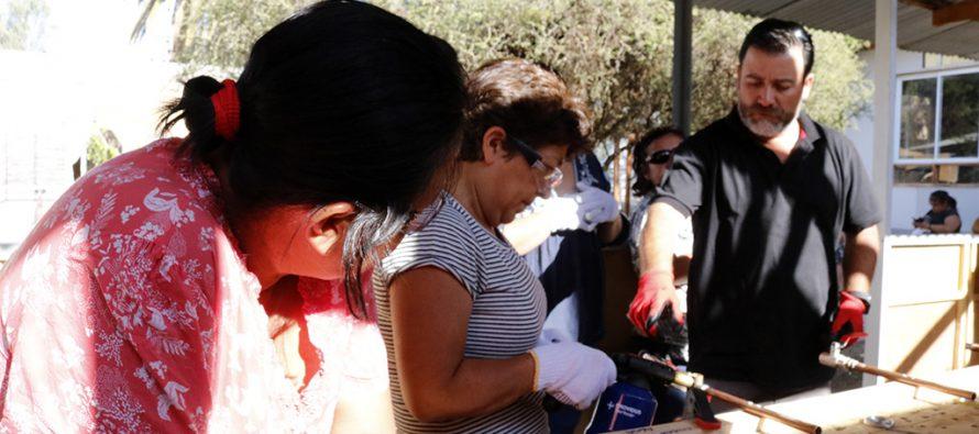Mujeres vicuñenses se están capacitando en gasfitería y soldadura de cañería de cobre
