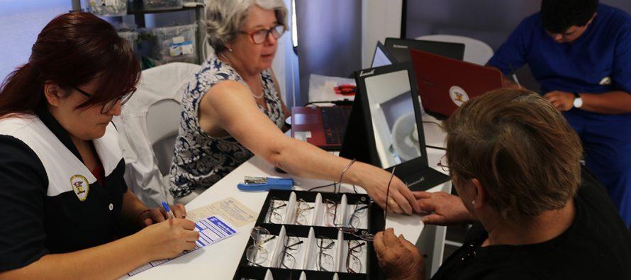 Más de un centenar de adultos mayores accedieron a un operativo oftalmológico gratuito en Vicuña