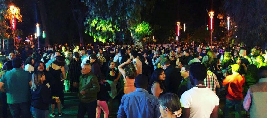 Vicuña le la bienvenida al 2019 con espectacular show de fuegos artificiales y baile en la plaza