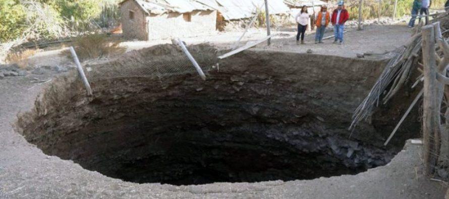 Marquesa: Investigan enorme socavón registrado en la Quebrada de Las Cañas