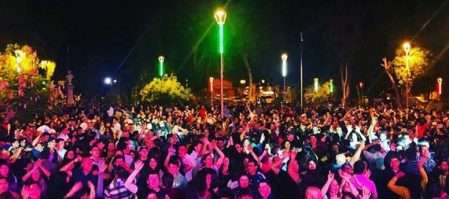 Cientos de personas vivieron la Fiesta Bailable organizada en la plaza Gabriela Mistral de Vicuña
