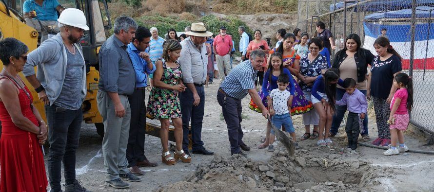 Con entrega de terreno a empresa constructora inician obras en multicancha de Rivadavia