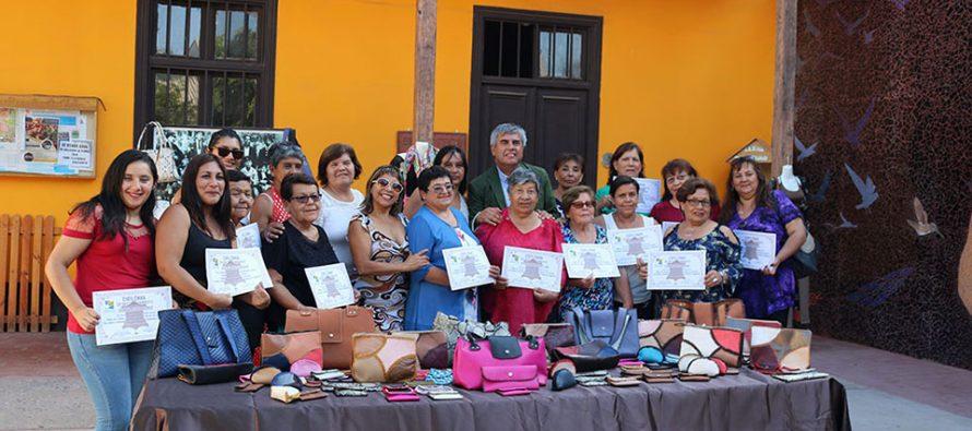 Mujeres elquinas se certifican para creaciones en cuero