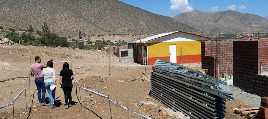 Vecinos de Gualliguaica conocen como serán sus hogares con la entrega de la Casa Piloto