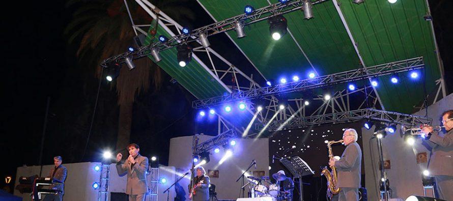 """""""Los Galos"""" llenaron de recuerdos al Carnaval Elquino en la plaza Gabriela Mistral"""