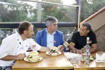 Reconocido chef de la TV Argentina recorre la región para grabar programa que resalta los sabores locales