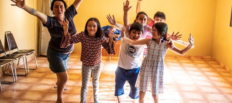 Taller de teatro infantil en Vicuña enseña de manera lúdica técnicas de expresión corporal