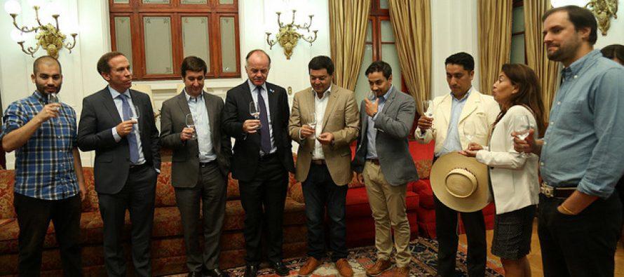 Respaldo al Pisco Chileno: Ministro Walker recibe Proyecto de Ley que busca regular el ingreso de destilados extranjeros