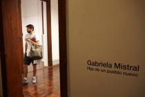 Presentan muestra sobre Gabriela Mistral en museo de la Mujer de Córdoba