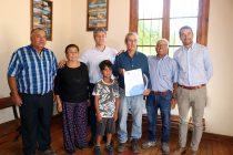 Vecinos de Gualliguaica reciben un comodato de 10 hectáreas para el desarrollo de la agricultura