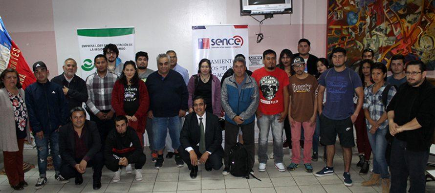 En Vicuña parten capacitaciones para trabajadores afectados por crisis de la uva flame y sus familias