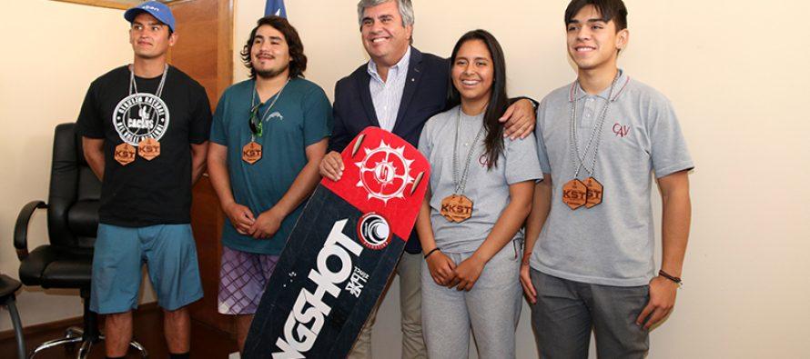 Destacan talento local del kitesurf a la espera del mundial a realizarse en Gualliguaica