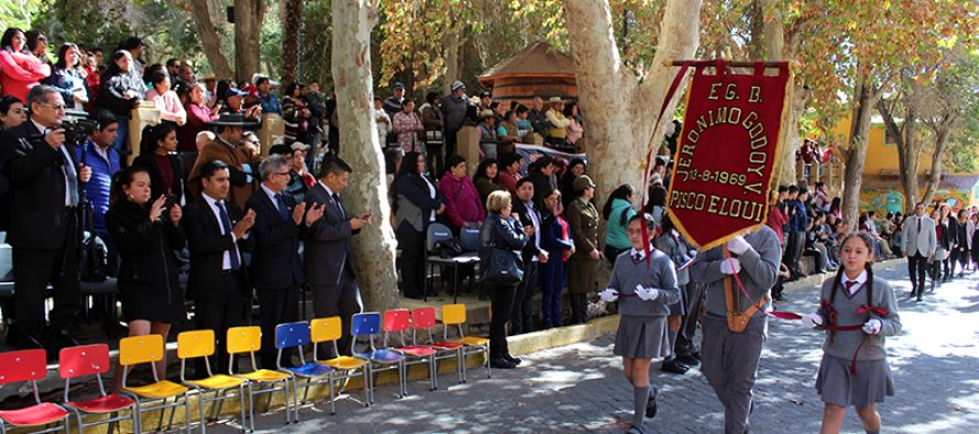 Paihuano conmemoró las Glorias Navales con tradicional desfile