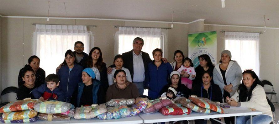 Vecinas de Villa San Rafael de Vicuña iniciaron el aprendizaje en reciclado y manualidades en lana