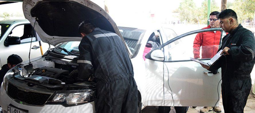 """Habitantes de Vicuña recibieron atención gratuita en la """"Clínica del Automóvil"""" organizada por INACAP Sede La Serena"""