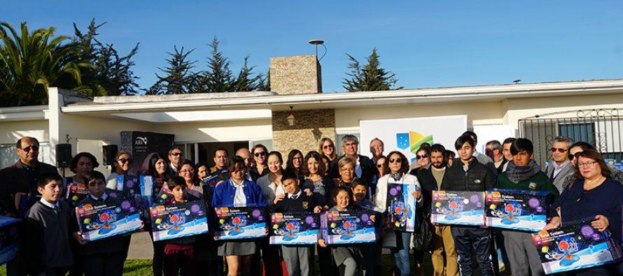 Escuelas de Vicuña y Paihuano recibieron kits astronómicos previo al eclipse de sol