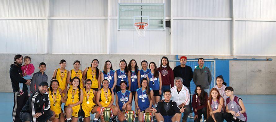 Athenas se impuso al equipo de Fénix y se quedó con la liga femenina de básquetbol en Vicuña