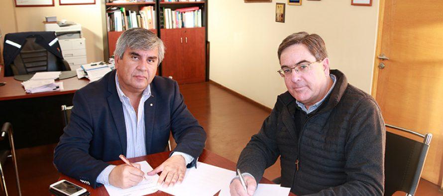 Alcaldes de Pirque y Vicuña firman convenio de colaboración