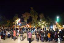 Cerca de 200 personas se manifestaron por cacerolazo organizado por profesores en la plaza de Vicuña
