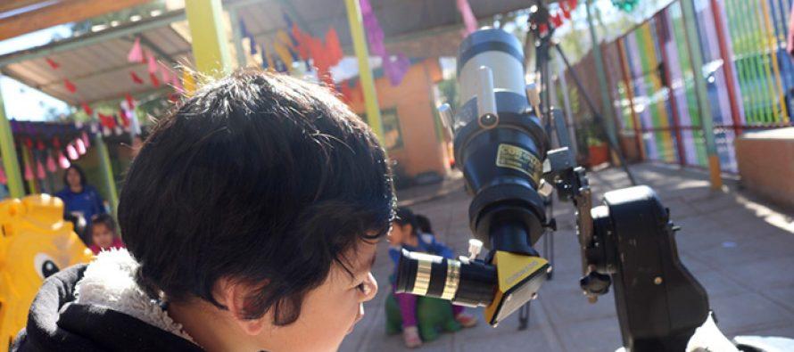 Ambiente astronómico se vive en Jardín Infantil de Vicuña Rayito de sol en el marco del eclipse