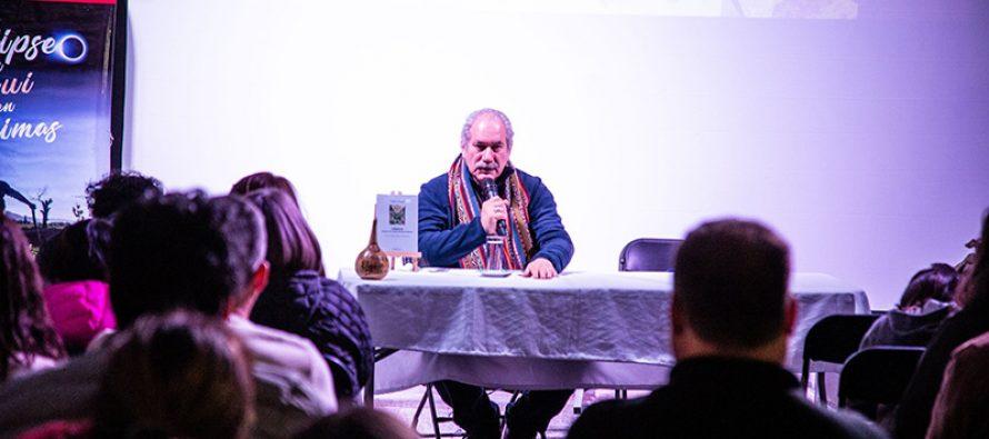 Pedro Engel conecta al público de la Feria del Libro con la espiritualidad