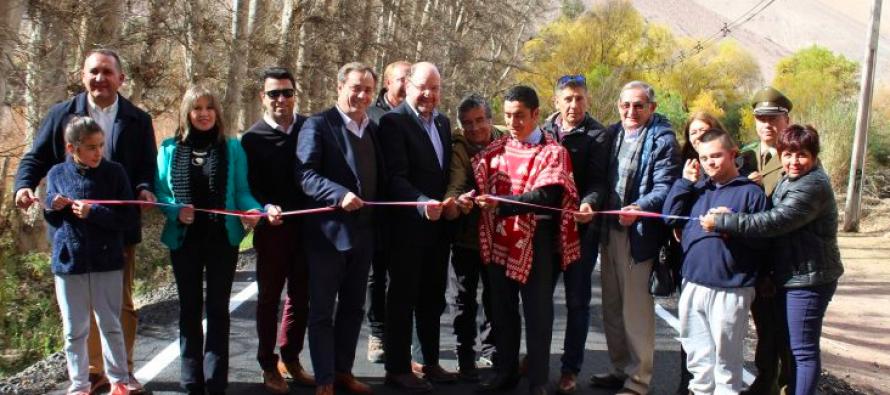 Inauguran obras de pavimentación de camino que une Tres Cruces y Rivadavia