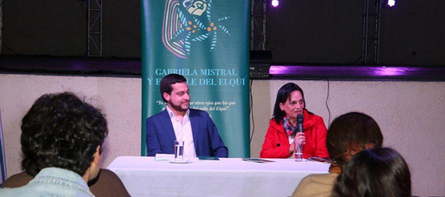 """Feria del Libro de Vicuña: La investigadora Claudia Reyes presentó su libro """"Gabriela Mistral y el Valle de Elqui"""""""