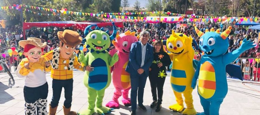 Niños y niñas de Vicuña celebraron su día con show infantil juegos y regalos