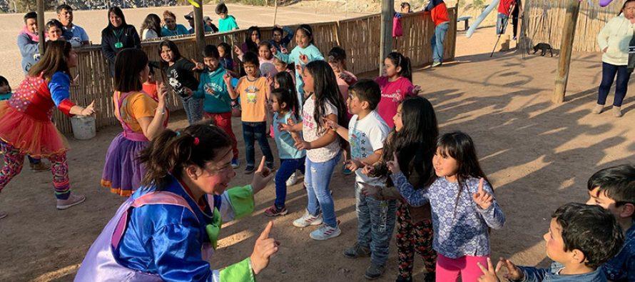 Team Fantasía recorrió la comuna de Vicuña llevando su alegría a niños y niñas en su día