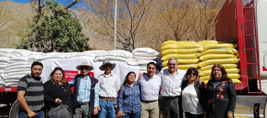 INDAP apoya a productores de Paihuano con alimento para el ganado