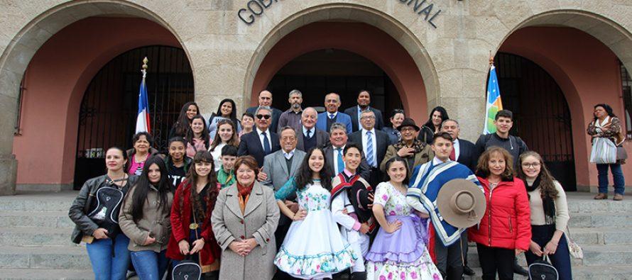 Con un esquinazo reciben a delegación de estudiantes de la Escuela Gabriela Mistral de Porto Alegre