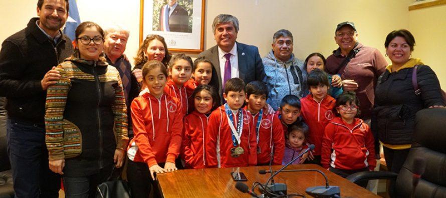 Alrededor de 40 disciplinados deportistas forman el club de gimnasia artística de Vicuña