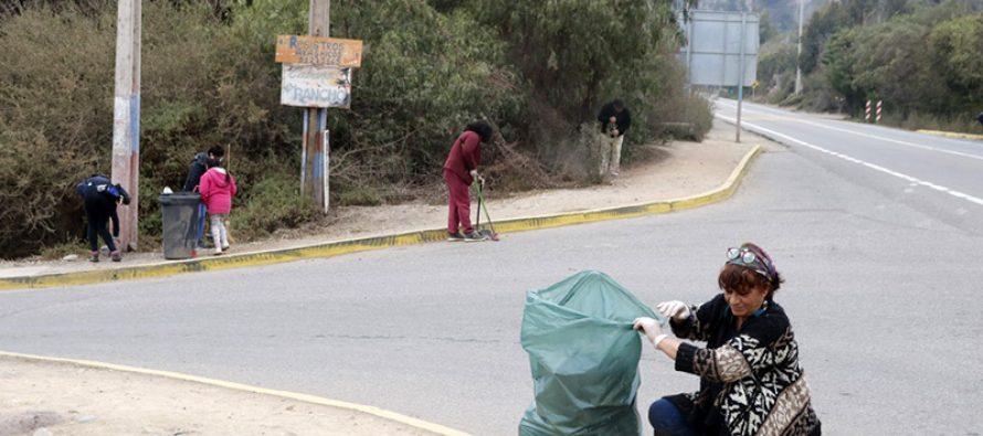 Realizan operativo de limpieza al ingreso de la localidad de El Molle