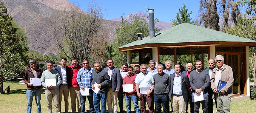 Presentan exitoso proyecto de reconversión de uva flame en la localidad de Algarrobal