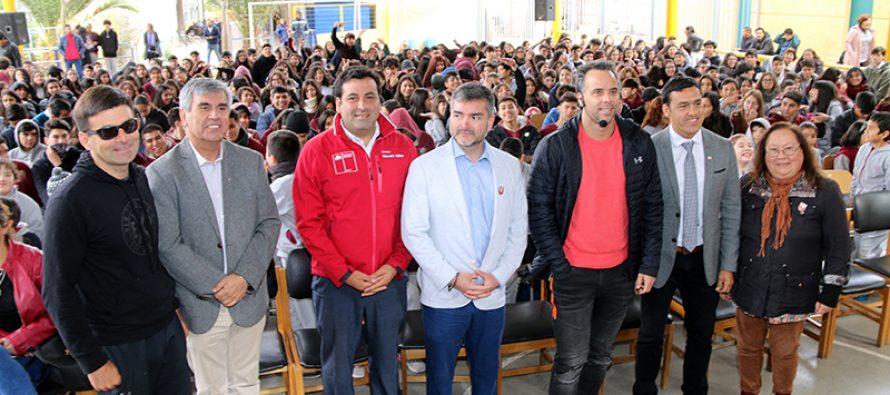 Fernando González realizó charla motivacional a estudiantes del Colegio Antonio Varas de Vicuña