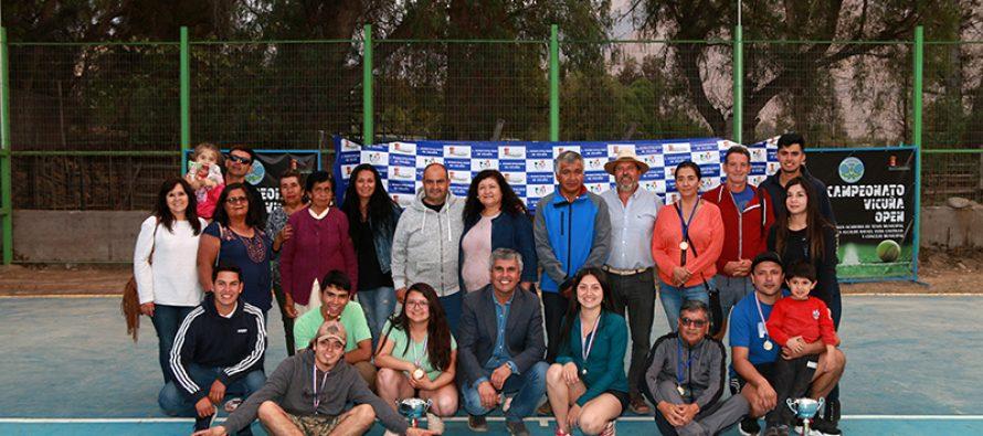 """Alexis Jara y Josefa Pinto fueron los ganadores del Primer Torneo de Tenis """"Open  Vicuña"""""""